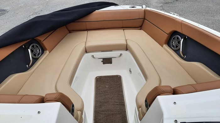 2014 Sea Ray 240 Sundeck Outboard Photo 11 of 14