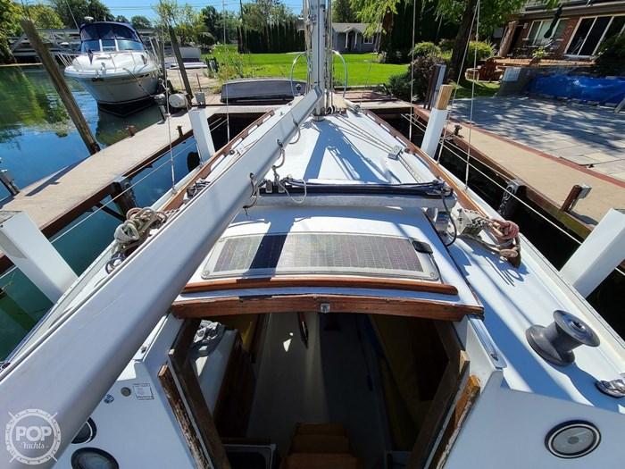 1976 Ericson Yachts 27 Photo 2 of 20