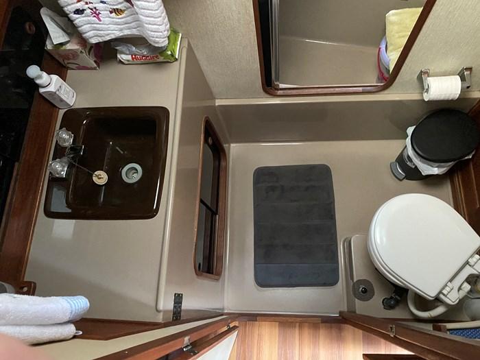 1984 Bayliner 3870 Photo 35 of 43