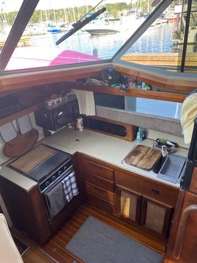 1984 Bayliner 3870 Photo 32 of 43