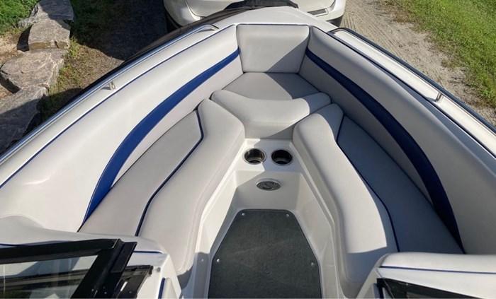 2011 Supreme Towboat V208 Photo 8 sur 19