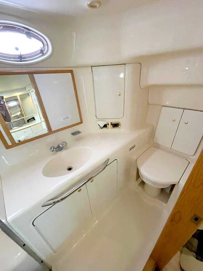 1997 Sea Ray 420 Aft Cabin Photo 15 of 19
