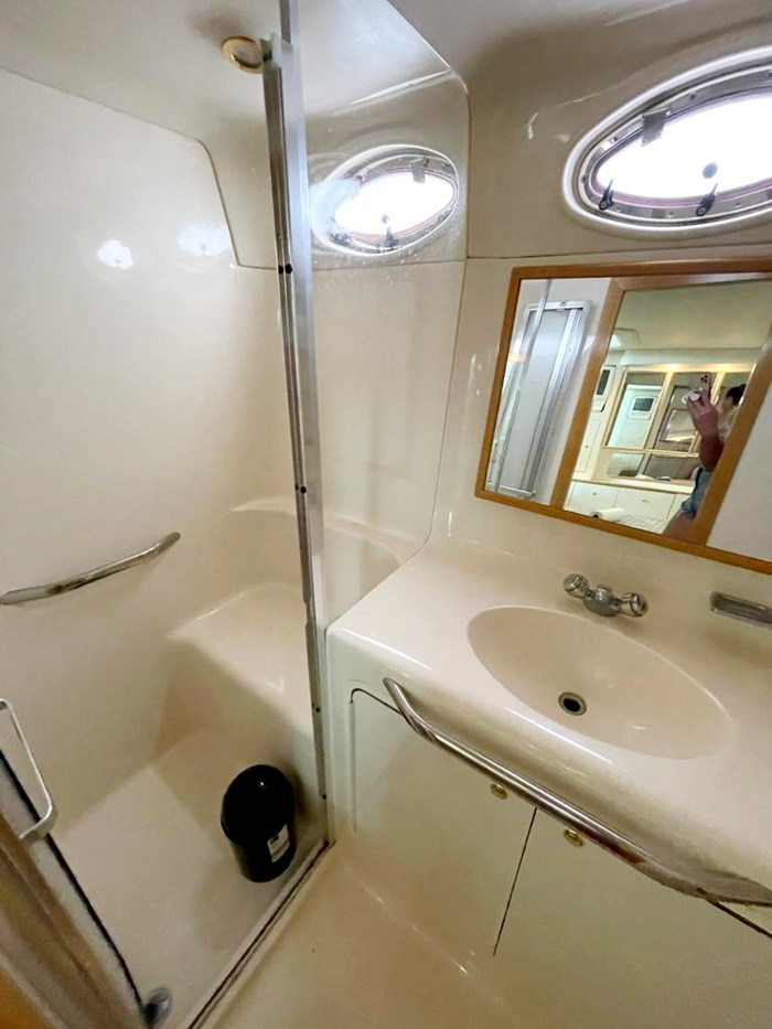 1997 Sea Ray 420 Aft Cabin Photo 16 of 19