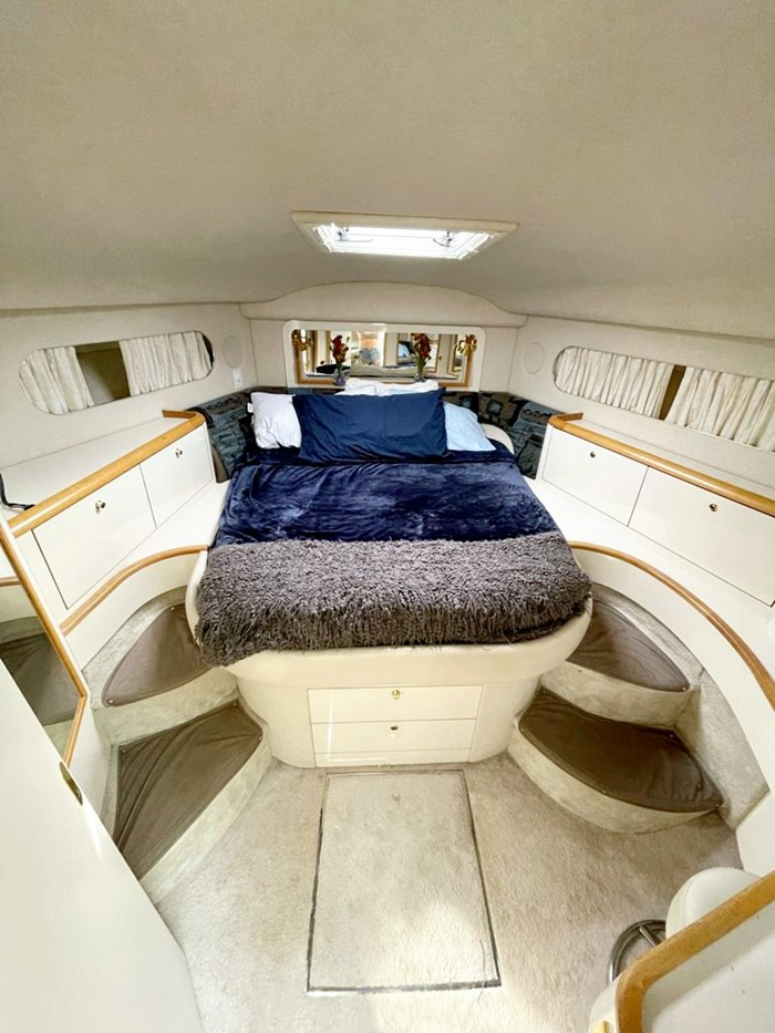 1997 Sea Ray 420 Aft Cabin Photo 11 of 19