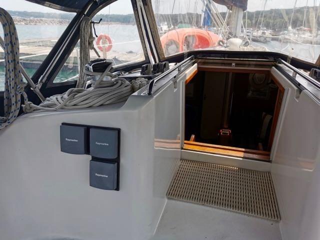 1987 CS (Canadian Sailcraft) CS Merlin 36 Photo 10 of 20