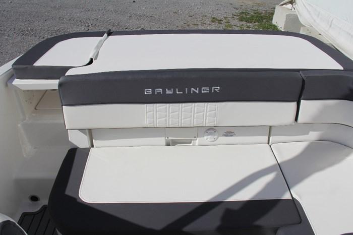 2022 Bayliner VR5 Photo 8 of 12