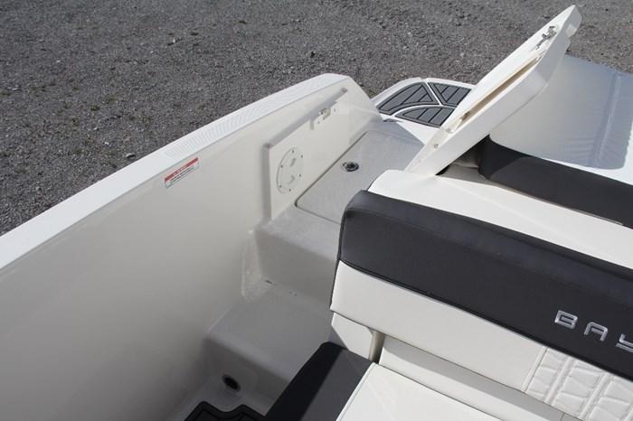 2022 Bayliner VR5 Photo 9 of 12