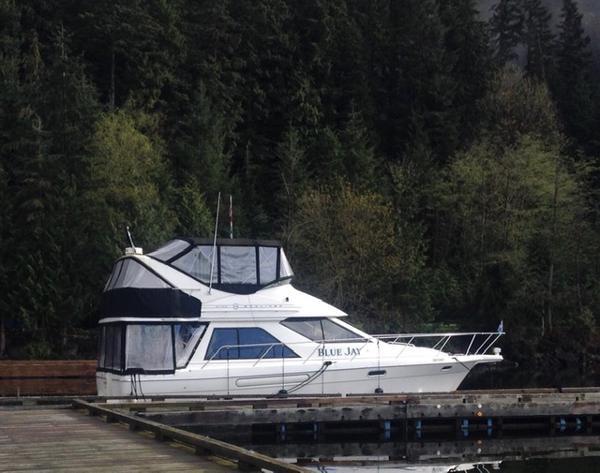 1996 Bayliner 3788 Command Bridge Motoryacht Photo 2 of 22
