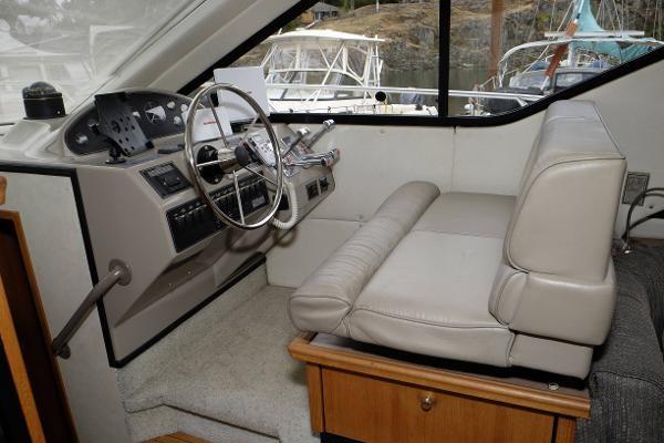 1996 Bayliner 3788 Command Bridge Motoryacht Photo 7 of 22