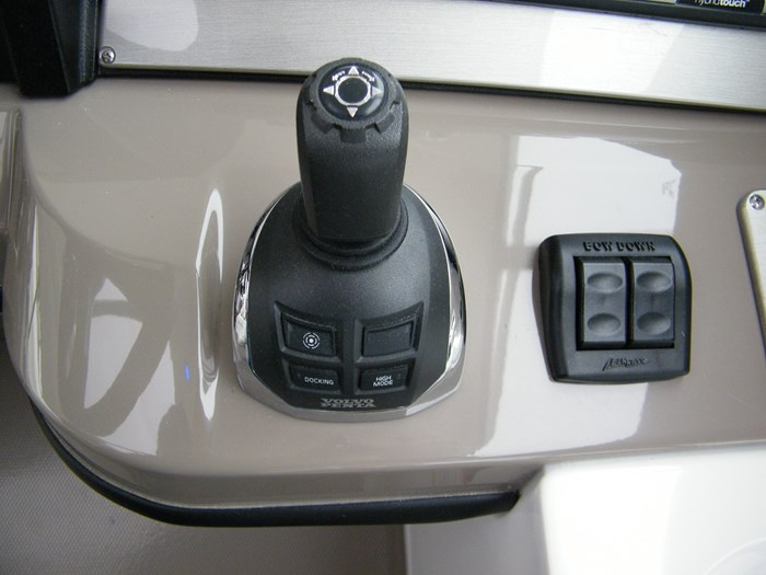 2012 Cruisers Yachts 540 Sport Coupe Photo 32 of 61