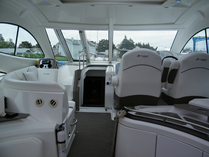 2012 Cruisers Yachts 540 Sport Coupe Photo 41 of 61